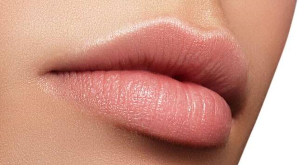 涂防晒从来不涂嘴巴,为什么嘴巴晒不黑呢?