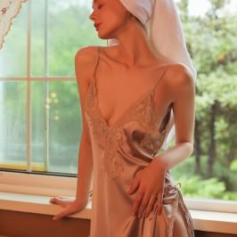 维多利亚性感睡衣女冰丝绸侧开叉诱惑蕾丝家居服深V露背吊带睡裙